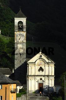 Barockkirche Lavertezzo im Abendlicht