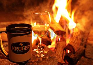 Lagerfeuerstimmung im Kruger Nationalpark Südafrika; bonfire at Kruger NP, South Africa