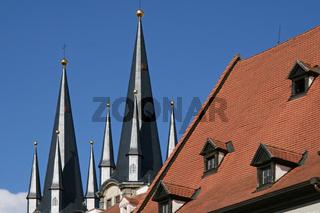 Türme der Nikolauskirche in Cheb (Eger(
