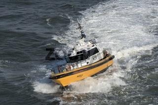 Lotsenschiff Aquila Pilots beim Einsatz auf der Nordsee