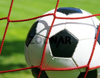 Fußball im Tor - Nahaufnahme