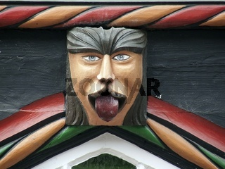 Fratze mit heraus gestreckter Zunge am Fachwerkhaus der Tangobruecke zu Einbeck