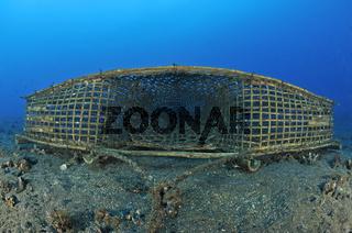 einfache Fischreuse unterwasser