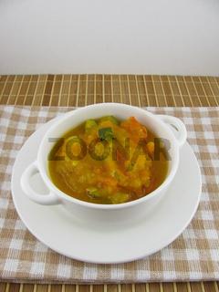 Gemüsesuppe mit Kürbis, Kartoffel, Zucchini und Möhren