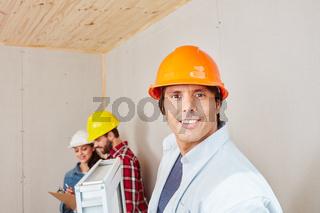 Handwerker als Fensterbauer