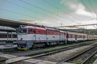 Eilzug im Bahnhof Banska-Bystrica