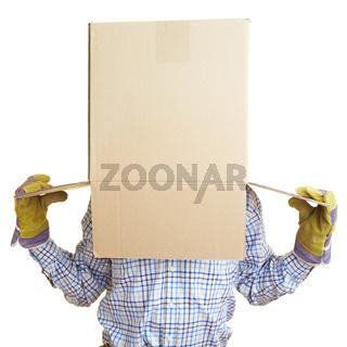 Karton auf dem Kopf