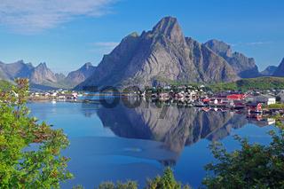Stiller Sommermorgen auf den Lofoten