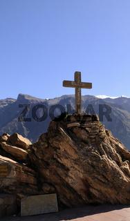 Steinkreuz in der Colca Schlucht Peru