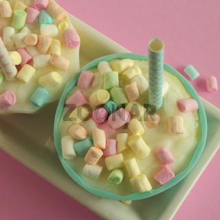 Vanilleeis mir Marshmallows für Kinder