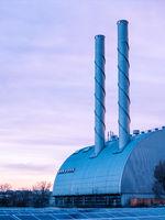 Schornsteine eines Kraftwerks