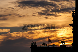Himmel in Flammen über der Berliner Museumsinsel