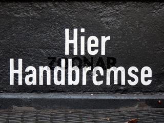 Schriftzug - Handbremse - an historischem Eisenbahnwaggon