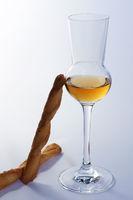 Whisky und Käsestangen