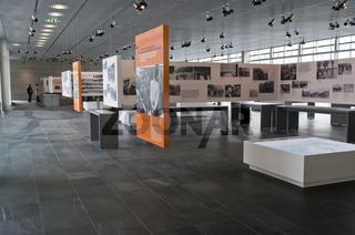 Innenbereich der Ausstellung Topographie des Terrors auf dem Gelaende der ehemaligen SS Zentrale, Berlin, Deutschland   Interior of theTopography of Terror, exhibition on the grounds of the former SS headquarters, Berlin, Germany