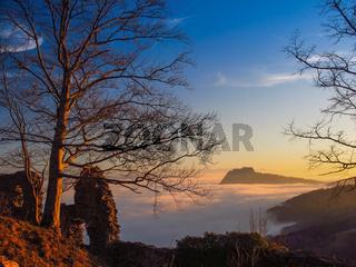 Der Hegau im Nebel - Hohentwiel