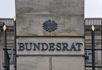 Gebaeude des Bundesrates mit Schriftzug, Detail, Berlin, Deutschland | Building of the Bundesrat Federal Assembly with lettering, Berlin, Germany