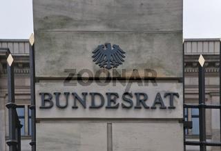 Gebaeude des Bundesrates mit Schriftzug, Detail, Berlin, Deutschland  Building of the Bundesrat Federal Assembly with lettering, Berlin, Germany