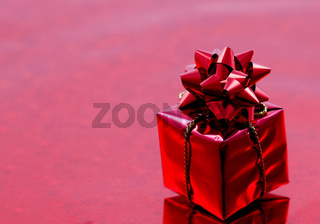 rotes Geschenk / red gift