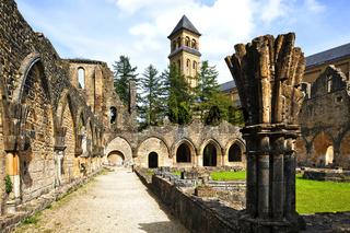 Alte und Neue Abtei Orval, Ardennen, Wallonien, Belgien