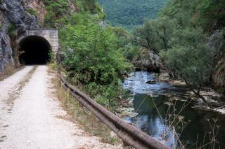 Schlucht der Sana mit ehemaligem Eisenbahntunnel, Bosnien