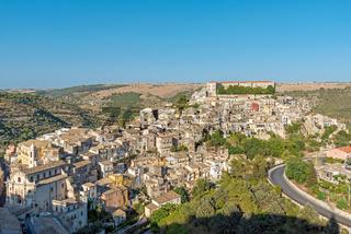 Ragusa Ibla in Sizilien an einem sonnigen Tag
