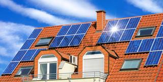 Solardach auf einem Mehrfamilienhaus