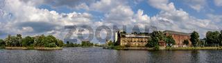 Alte Industrieanlagen am Zusammenfluss von Havel und Spree im Spandauer Stadtteil Stresow