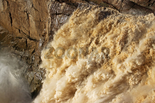 Der Oranje River stürzt bei den Augrabies Falls in die Tiefe, Regenzeit, Südafrika; Oranje River at Augrabies Falls National Park, rain saison, south africa