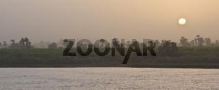 Nil im Sonnenuntergang nile at sunset