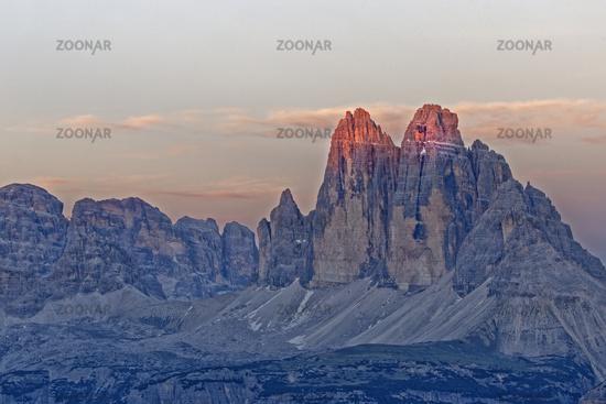 Drei Zinnen im Abendlicht, Dolomiten, Sexten, Region Trentino-Südtirol, Italien, Europa