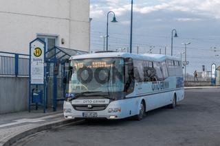 Linienbus des Unternehmens VETTER am Bahnhof in Bitterfeld