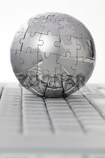 Puzzle Globus auf Tastatur