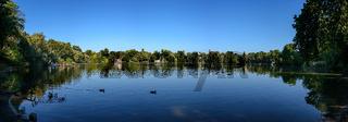 Traditionsreiches Naherholungsgebiet: der Weiße See in Berlin (Blick vom Südufer)