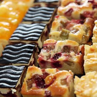 verschiedene, kleine Kuchen