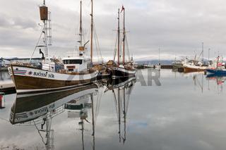 Island, Fischkutter im Hafen von Húsavík