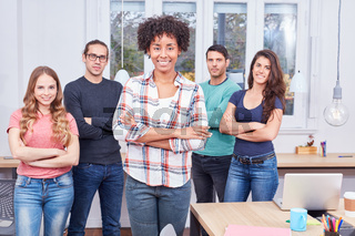 Multikulturelle Business Frau als Gründer