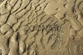 Strand mit Wasserpfütze und Sand