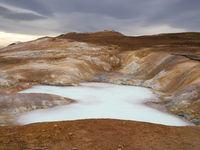 Schwefelquelle am aktiven Vulkan Leirhnjúkur in Island