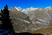 Blick in das Mattertal mit dem Ort Zermatt,  Wallis, Schweiz