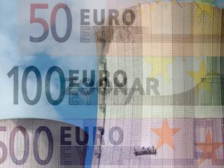Strompreis - Kernkraftwerk unterlegt mit Euronoten