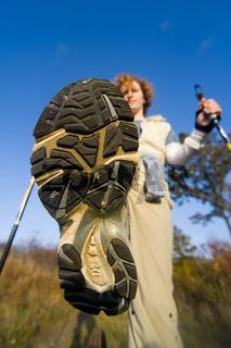 Frau beim Nordic Walking - woman make Nordic walking