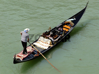 Gondel mit Gondoliere in Venedig