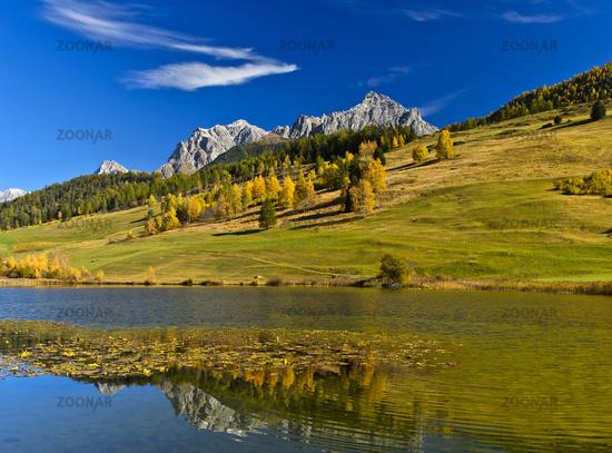 Am Taraspsee, Landschaft im Herbst im Engadin, Tarasp, Engadin, Graubünden, Schweiz