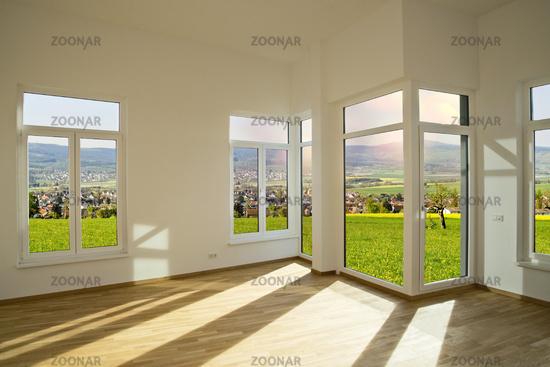 Blick aus einem Neubau auf eine Landschaft