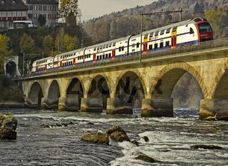 Eisenbahnbrücke am Rheinfall in Neuhausen bei Schaffhausen, Schweiz