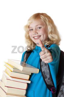 Blondes hübsches junges Mädchen mit Büchern hält Daumen hoch.Isoliert auf weissem Hintergrund.