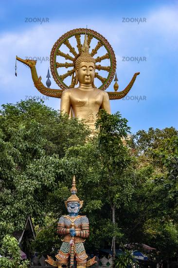 Ko Samui: Großer Buddha mit Wächterfigur
