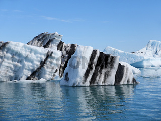 Eisberge im Gletschersee Jökulsárlón in Island