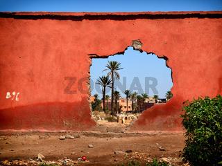 Blick durch die Stadtmauer